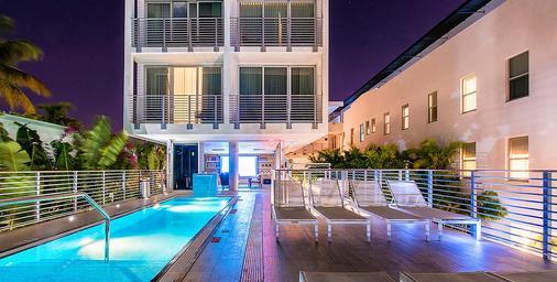 梅里迪安城市酒店 - 迈阿密海滩 - 游泳池