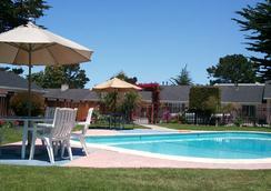 蝴蝶格罗夫旅馆 - 太平洋丛林 - 游泳池