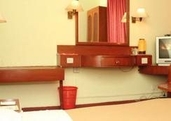 古斯曼庄园酒店 - 金奈 - 睡房
