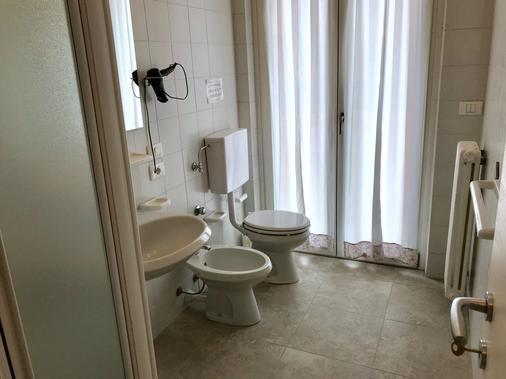 贝娅特丽克丝公寓酒店 - 巴多利诺 - 浴室