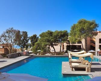 温驰色莱克艾斯特拉德尔马酒店 - 马贝拉 - 游泳池