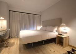 塞维利亚泽尼特酒店 - 塞维利亚 - 睡房