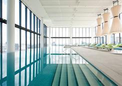 皇冠墨尔本大都市酒店 - 墨尔本 - 游泳池