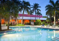 迈阿密机场万怡酒店 - 迈阿密 - 游泳池