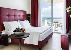 特米那尔温泉皇宫酒店 - 里米尼 - 睡房