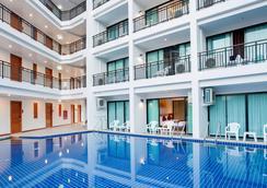 Paripas Patong Resort - 芭东 - 游泳池