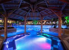 水晶日落华丽温泉度假村 - 式 - 锡德 - 游泳池