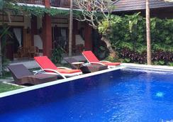 比什马莎丽度假酒店 - 乌布 - 游泳池