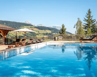 阿尔伯西酒店 - 默热沃 - 游泳池
