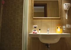 罗坎达纳沃纳酒店 - 罗马 - 浴室