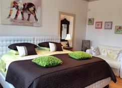 舍布鲁克法兰西岛酒店 - 舍布鲁克 - 睡房
