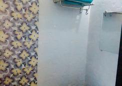 切堤科酒店 - 艾哈迈达巴德 - 浴室