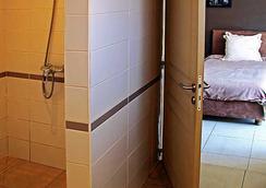 拉里保迪耶里餐厅酒店 - 塔那那利佛 - 浴室