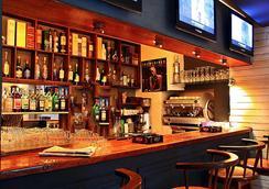 拉里保迪耶里餐厅酒店 - 塔那那利佛 - 酒吧