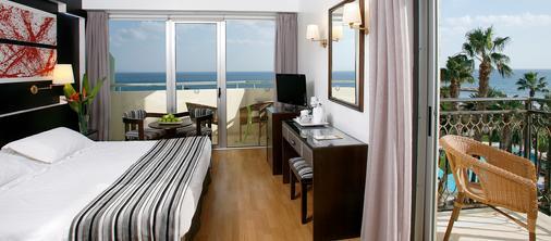 劳德斯海滩酒店 - 拉纳卡 - 睡房