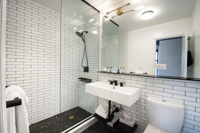 纽约东区华美达酒店 - 纽约 - 浴室