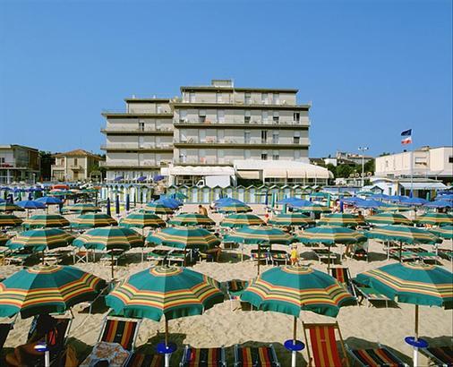 总统套房酒店 - 佩萨罗 - 海滩