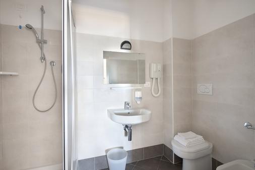 总统套房酒店 - 佩萨罗 - 浴室