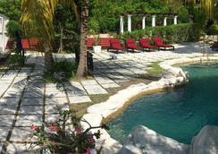 一箭之遥酒店 - 拿骚 - 游泳池