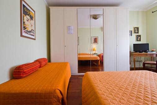 罗马阿皮亚达微25住宿加早餐酒店 - 罗马 - 睡房