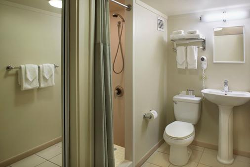 威基基国宾大酒店 - 檀香山 - 浴室