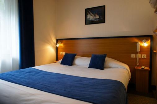 力士酒店 - 洛里昂 - 睡房