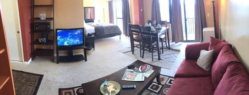 Ypao Breeze Inn - 关岛 - 客厅