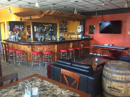 Ypao Breeze Inn - 关岛 - 酒吧