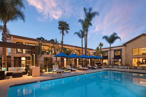 海湾酒店(阿桑德连锁酒店会员) - 长滩 - 游泳池