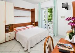 阿迪格拉特酒店 - 里乔内 - 睡房