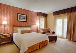 河上熊皮屋度假酒店 - 加特林堡 - 睡房