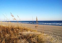 波利尼西亚海滨汽车旅馆 - 默特尔比奇 - 海滩