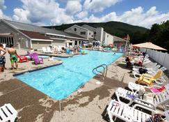 金鹰旅馆 - 沃特维尔瓦利 - 游泳池