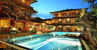 威娜假日别墅酒店 - 登巴萨 - 游泳池