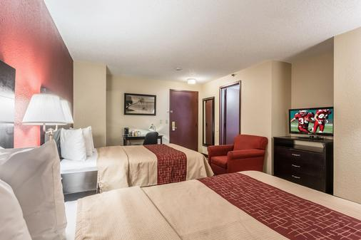圣彼得斯堡红屋顶酒店 - 克利尔沃特/机场 - 克利尔沃特 - 睡房