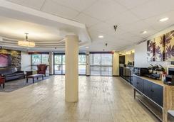 圣彼得斯堡红屋顶酒店 - 克利尔沃特/机场 - 克利尔沃特 - 大厅