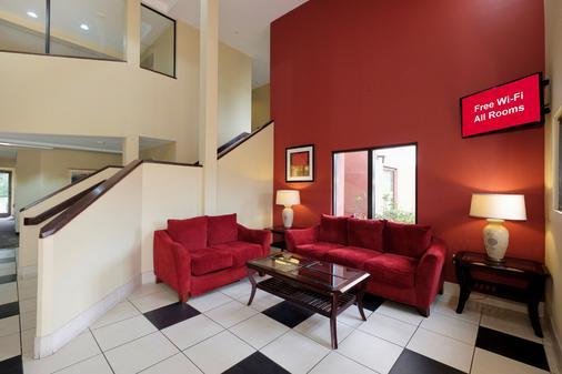 彭萨科拉展览中心红屋顶汽车旅馆 - 彭萨科拉 - 大厅