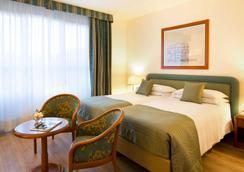 星际商务宫殿酒店 - 米兰 - 睡房